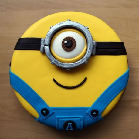 Minion one eye cake